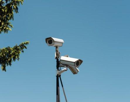 簡單的安裝應用 -監視系統捕捉不易接近的區域